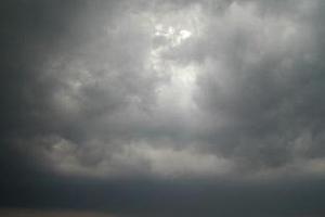 През април времето в България ще е хладно и дъждовно